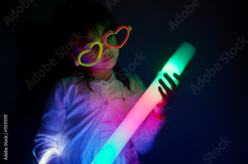 Fotografie, Obraz  Little girl play with colorful lights
