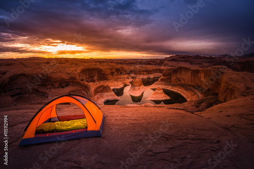 obraz dibond Remote Camping Lake Powell Reflection Canyon Utah USA