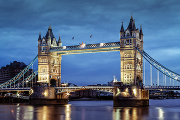 FototapetaLondon's Tower Bridge at twilight