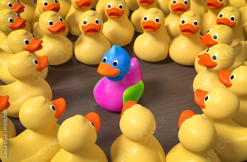 Fotografía  3d Bunter Vogel unter gelben Badeenten  im Mittelpunkt fällt auf