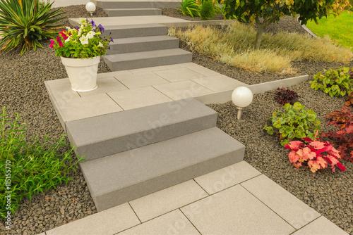 Moderner Steingarten Mit Steintreppe Und Außenbeleuchtung   Modern Rock  Garden With Stone Stairs And Exterior Lighting