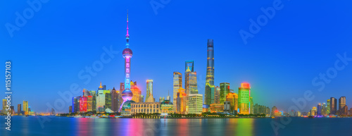 Foto op Aluminium Shanghai Beautiful night Shanghai's cityscape with the city lights on the Huangpu River, Shanghai, China