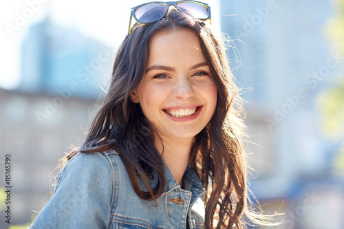 Fototapeta happy smiling young woman on summer city street obraz