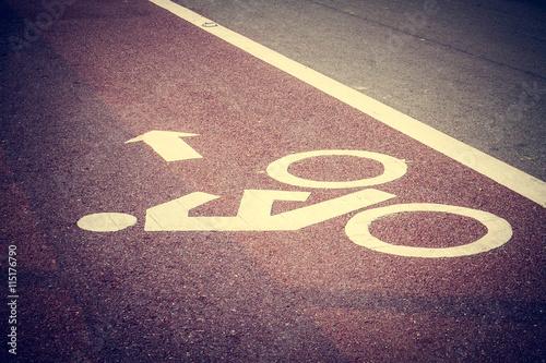 In de dag Route 66 Bicycle sign on bike lane in asphalt road