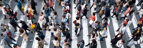 Fotografía  Fußgänger überqueren eine Straße