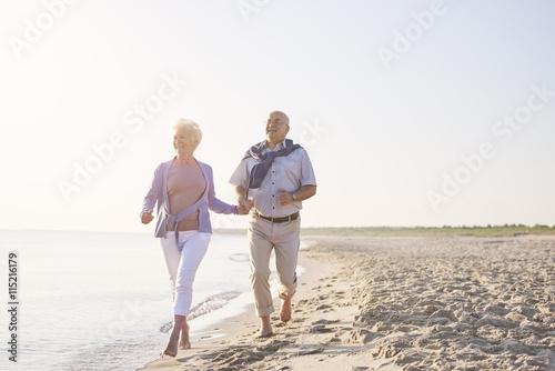 Fotografia  Vital seniors on the beach