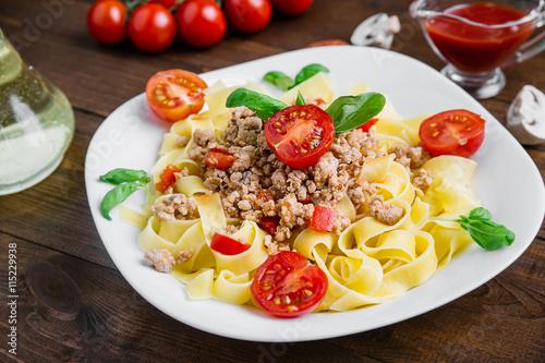 fototapeta na szkło Fresh Italian Pasta Fettuccine