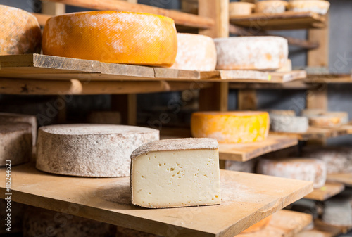 Foto  Piece of big goat cheese head