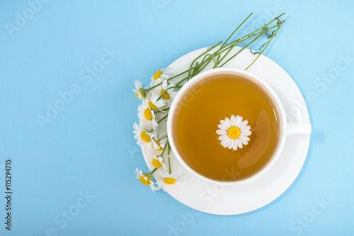 Fotografía  Cup of tea and chamomiles