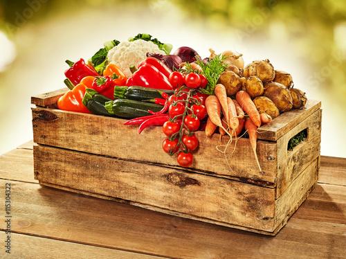 Staande foto Groenten Wooden crate filled with farm fresh vegetables