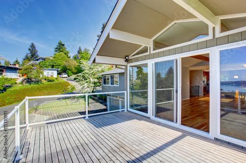Fotografija Balcony house exterior with glass railings and nice view.