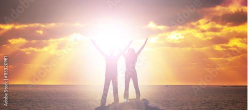 Canvastavla Mann und Frau bei Sonnenuntergang