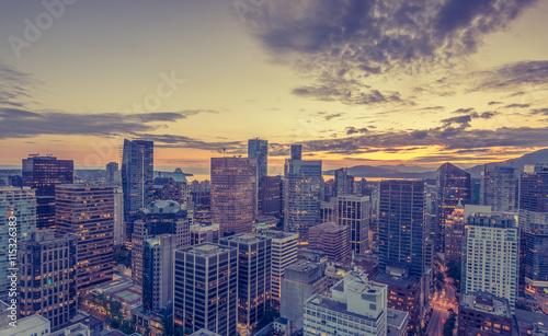 Fotomural Downtown Vancouver zur Abenddämmerung