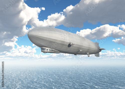 Zeppelin über dem Meer Canvas