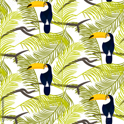 Foto  Green palm leaves and toucan bird sitting on branch seamless vector pattern on white background