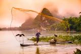 Rybaka kormorana chińskiego na rzece Li. - 115543167