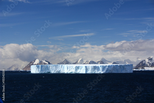 Photo Stands Antarctic Tafeleisberg-Antarktis