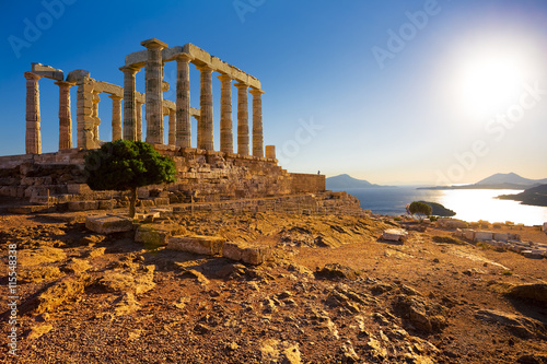 Poster Ruine Greece. Cape Sounion - Ruins of an ancient Greek temple of Poseidon before sunset
