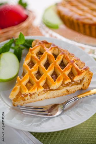 Photo  Vertical slice of apple pie tart cake dessert sweet treat