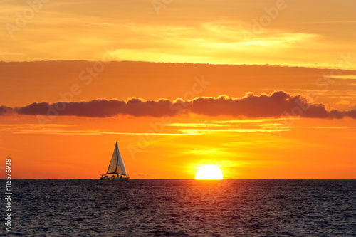 Fotobehang Zeilen Sailing Sunset
