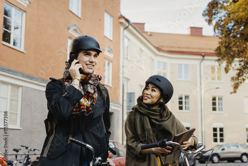 Sweden, Uppland, Stockholm, Vasastan, Rodabergsbrinken, Two people standing with Poster