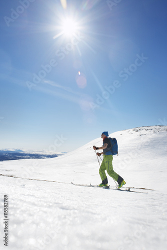 Papiers peints Glisse hiver Sweden, Jamtland, Are, Areskutan, Skier in winter landscape