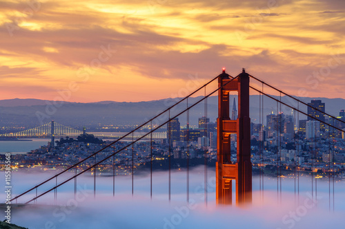 Spoed Foto op Canvas San Francisco Early morning low fog at Golden Gate Bridge