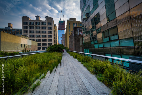 Photo  Buildings and walkway on The High Line, in Chelsea, Manhattan, N