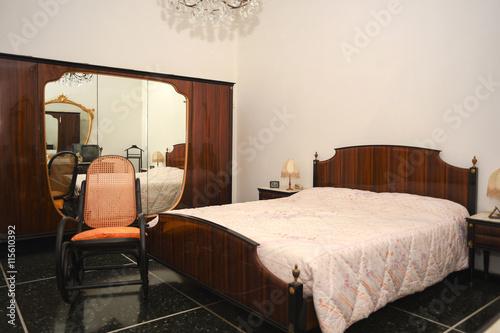 Camera letto matrimoniale – kaufen Sie dieses Foto und ...