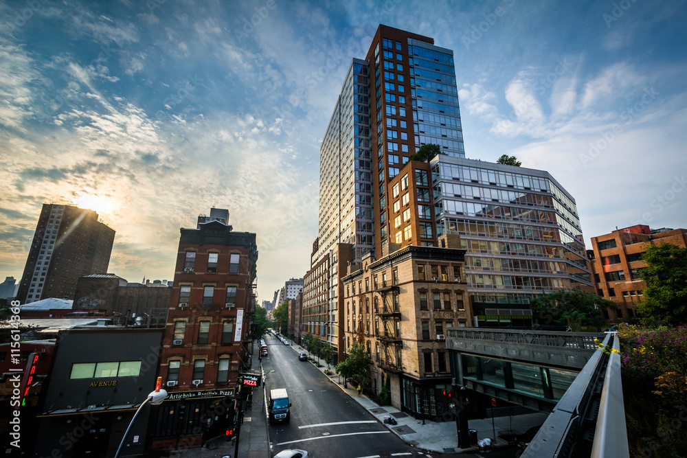 Fototapety, obrazy: Sunrise view of buildings in West Chelsea from The High Line, in