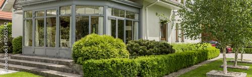 Obraz na plátně Enjoying suburban living in elegant surroundings