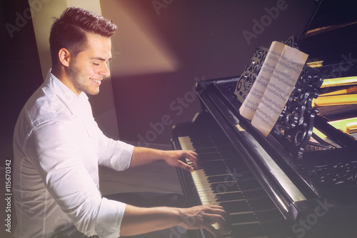 Stampa su Tela Musician playing piano
