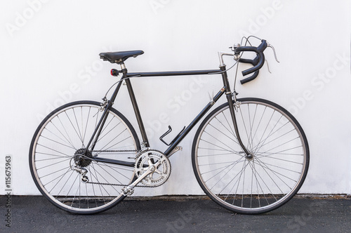 Deurstickers Fiets A vintage French road bike leaning against white wall background