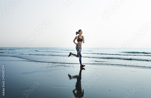Foto  Running Exercise Training Healthy Lifestyle Beach Concept