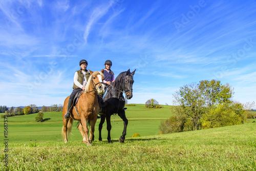 Garden Poster Horseback riding Reitausflug an einem sonnigen Herbsttag