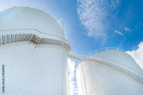 Photo  Fuel Tank and industrial storage site on blue sky