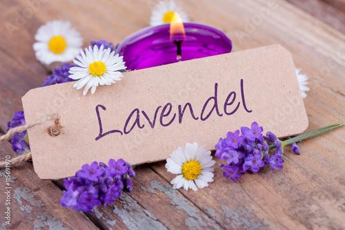 Foto op Canvas Madeliefjes Lavendel - Deko mit Duftkerze, Lavendelblüten und Gänseblümchen