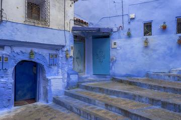 callejuelas en azul de la medina de Chefchaouen en Marruecos