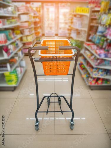 Keuken foto achterwand basket on shopping cart in supermarket
