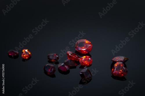 Fotografía  Red Ruby on black shine table,