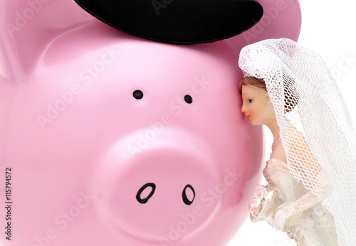 Photographie A woman sees her husband as a piggy bank