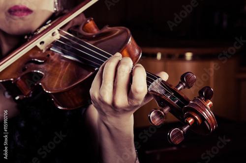 fototapeta na ścianę バイオリンを弾く女性