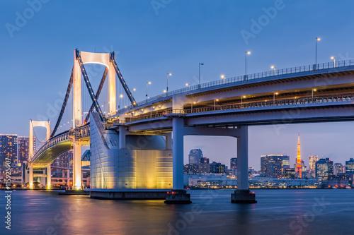 Fotobehang Tokyo Tokyo bay view with Tokyo Rainbow bridge and Tokyo Tower in evening