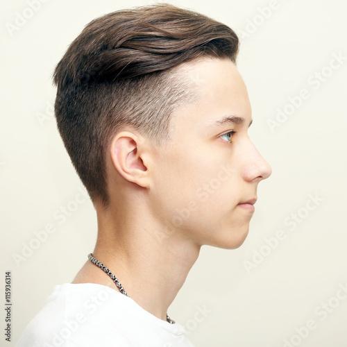Fotografía  Young man profile face over gray background