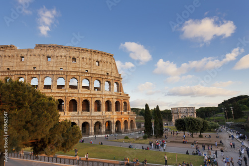 Foto auf Gartenposter Rom People visiting the Colosseum and Constantine's Arch in Rome, Italy