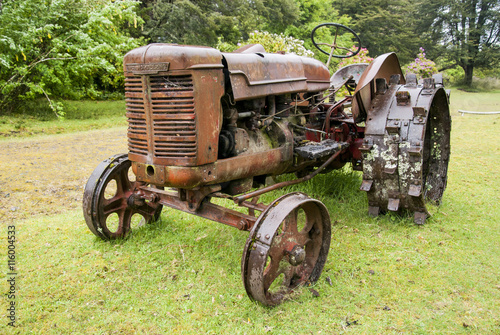 Fototapety, obrazy: Old tractor - Puerto Montt - Chile