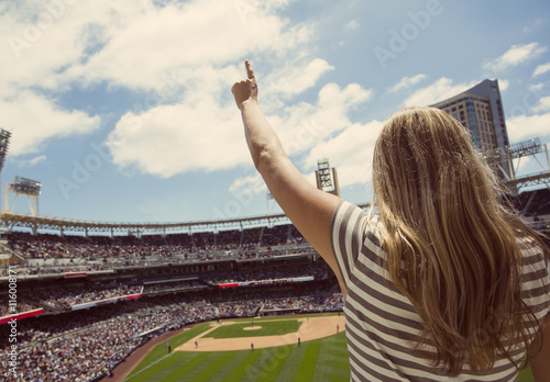 Photo Woman standing and cheering at a baseball game