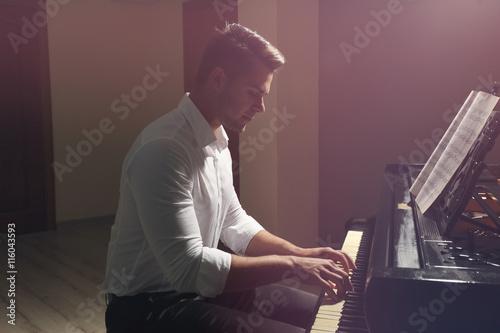 Cuadros en Lienzo Musician playing piano