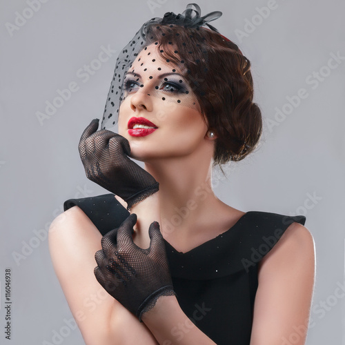 Photo  Beautiful young woman retro style portrait