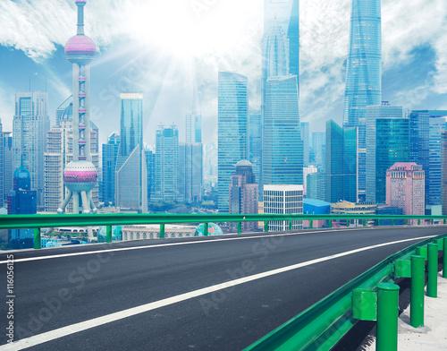 Photo  Empty wood floor with bird-eye view at Shanghai bund Skyline